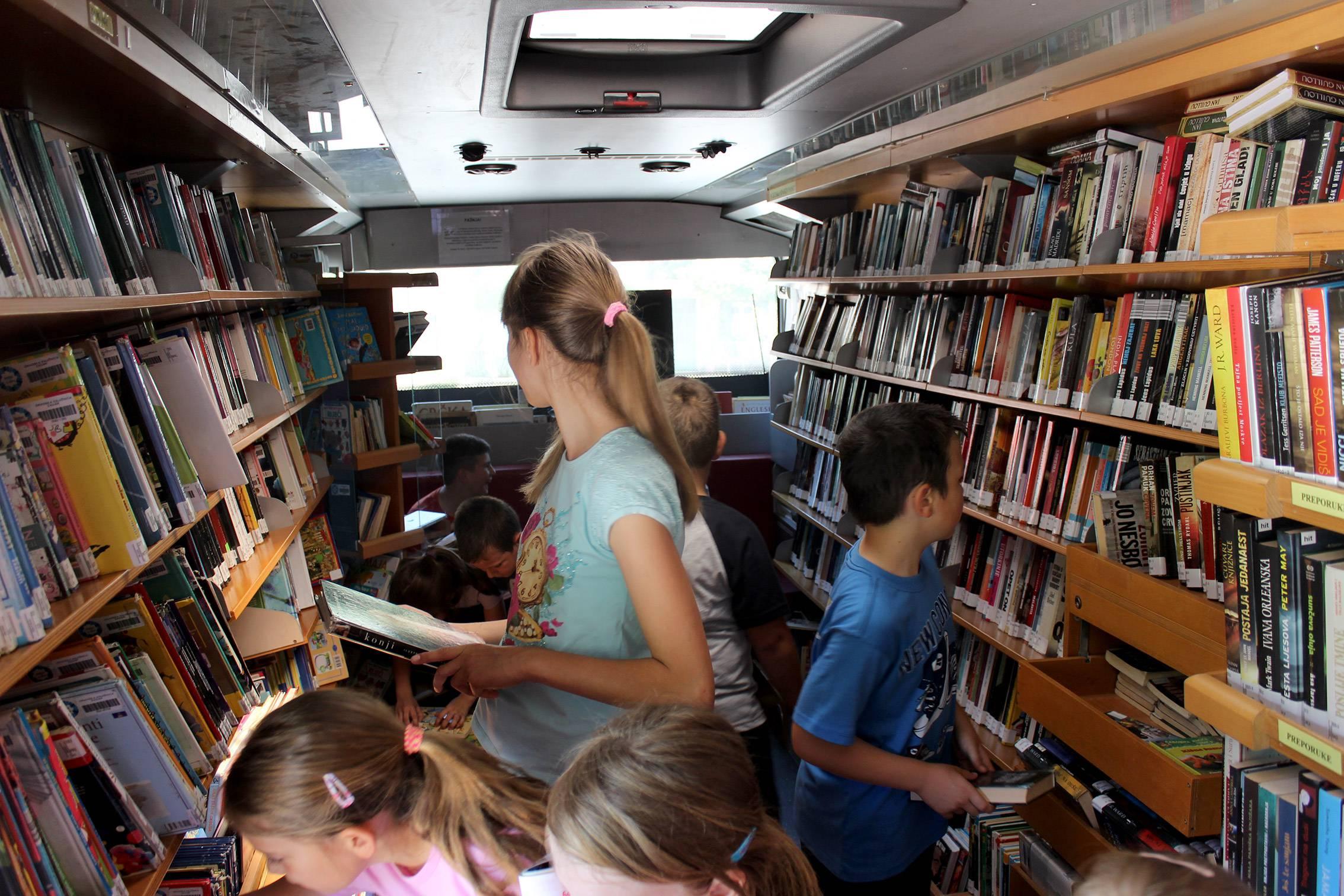 Bibliobus u Novigradu