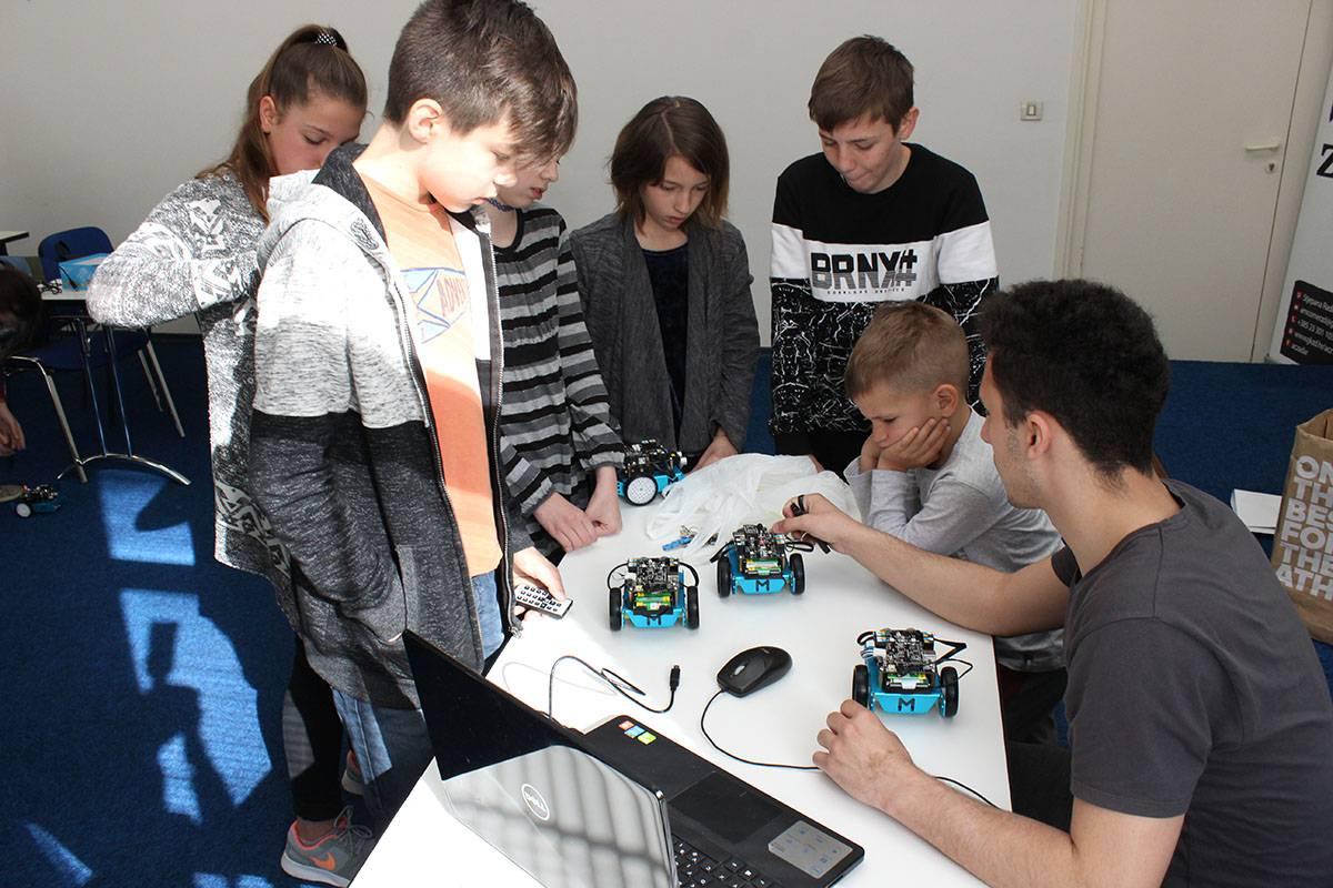 Robotika: mBot v1.1